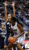 UConn wins NCAA record 71st straight game, at ND's expense