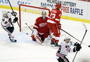 Blackhawks top Red Wings in SO, extend streak