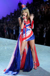 Swift shares catwalk with Victoria's Secret angels