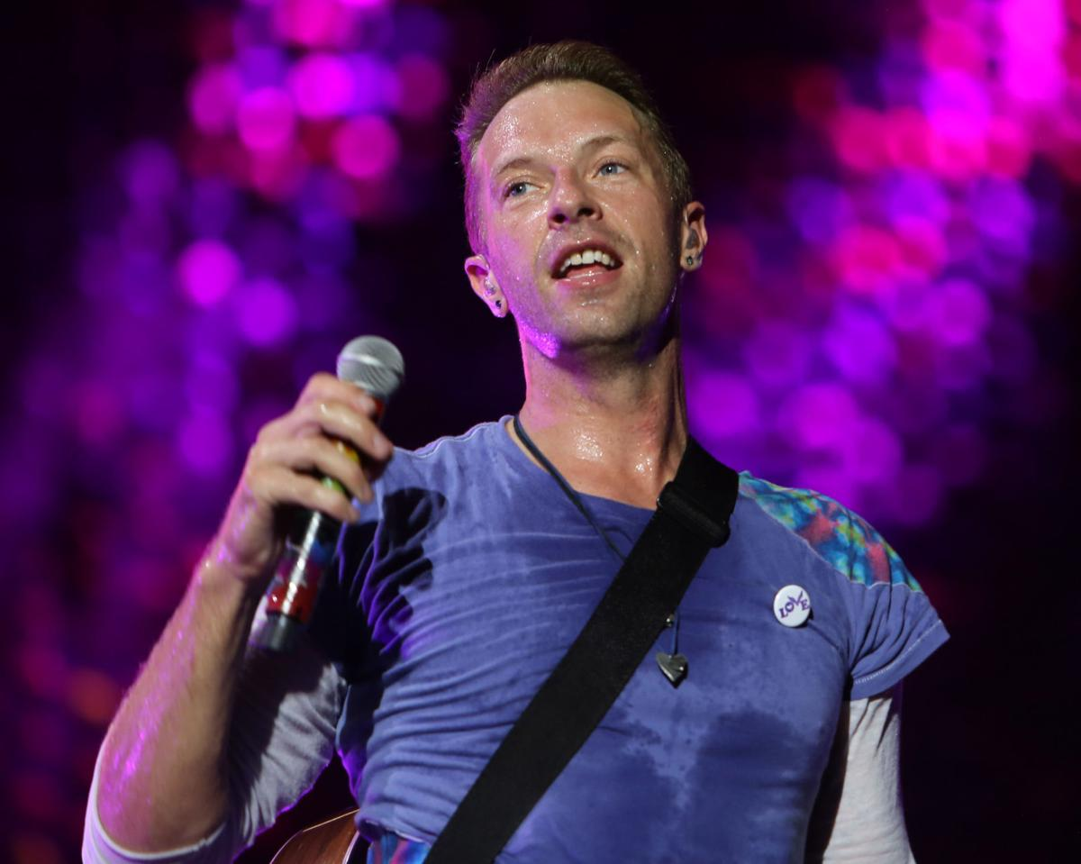 coldplay lead singer dating On tuesday, coldplay performed their first sydney concert to race reviews the four-piece band put on an energetic performance and halfway through the show, lead singer chris brandished an aboriginal flag and an australian flag.