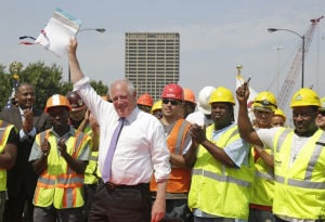 Quinn signs $1B plan for road repair in Illinois