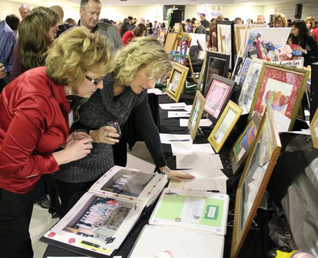 Parochial school hosts silent auction to fund art program