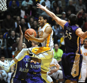 Valparaiso crushes James Madison