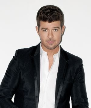 Robin Thicke keeps fans dancing in Hammond