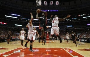 Bulls run out of gas, trail Heat in series 2-1