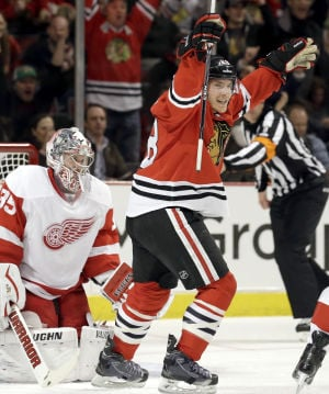 Hossa returns with fury in badly-needed Hawks win