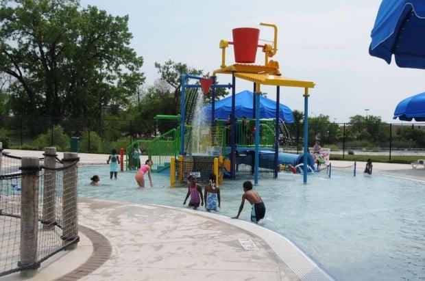 Green lake family aquatic center opens in calumet city calumet city news for Reservoir swimming pool opening hours