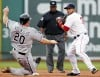 Boston routs White Sox 10-1 behind Ross' big bat