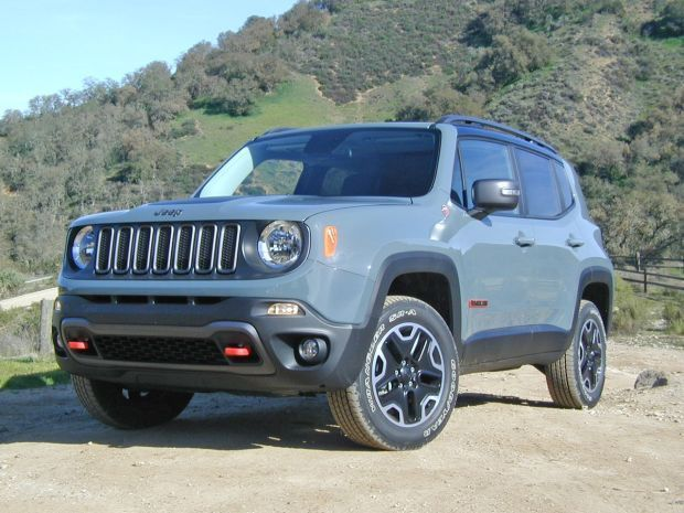 jeep tracks trail rated renegade 2015 chicago auto show. Black Bedroom Furniture Sets. Home Design Ideas