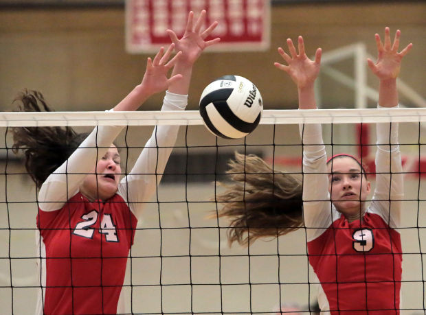 Defending champ Munster advances to volleyball sectional semifinals