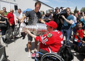 Hawks' Toews brings Stanley Cup home to Winnipeg