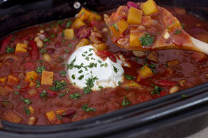 Easy slow cooker chili that lives up to the hype
