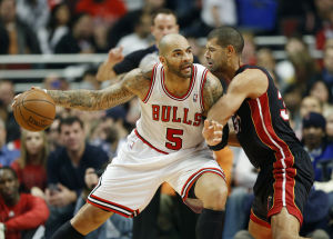 Boozer leads Bulls to win over Heat
