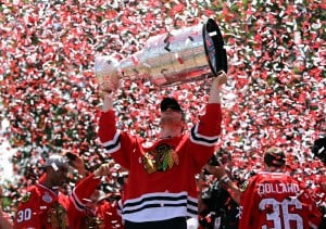 Fans flock to Chicago to celebrate Hawks victory