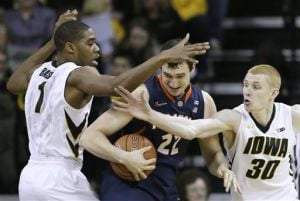 Ekey's 3 lifts Illinois over No. 24 Iowa