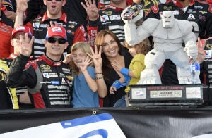 Gordon wins at Dover in Chase elimination race