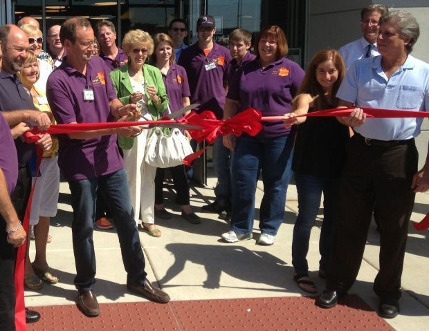 OFFBEAT with PHIL POTEMPA: Wiseguys Liquor Superstore ribbon-cutting includes Elvis and Marilyn