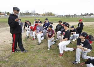 Ex-White Sox manager Jerry Manuel, son work to help youth baseball