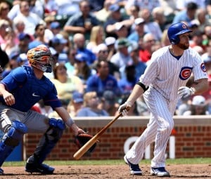 Scott Feldman pitches, hits Cubs past struggling Mets 8-2