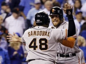 Bumgarner, Giants stop Royals in opener