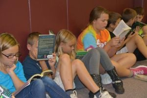 Yost students read together
