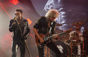 Queen reigns in Chicago concert