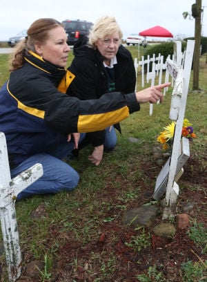 Families plan memorial for '94 plane crash victims