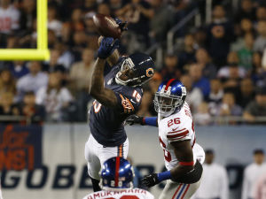 Jennings' late pick seals close win for Bears