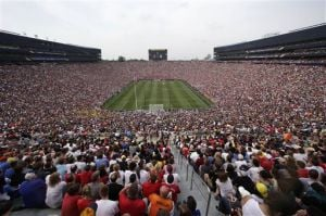 Record crowd sees Man United top Real Madrid