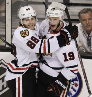 Blackhawks, Toews, Kane agree to 8-year extensions