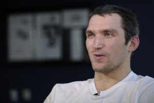 Face of hockey, Ovechkin faces pressure in Sochi