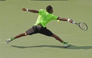 Federer, Monfils and Wozniacki advance at U.S. Open