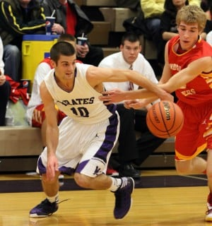 Nick Davidson's 28 points helps 59ers take the Battle of Broadway