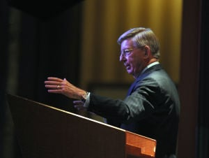 George Will, longtime Cubs fan, famous author attends Sinai Forum