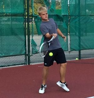Derek Wappel leads Valpo tennis from the No. 1 spot