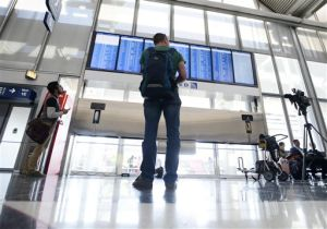 FAA orders review of Chicago air traffic snarl