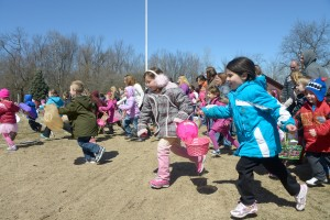 Kids hunt for Easter eggs at Porter park