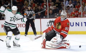 Stars hold on for victory over Blackhawks