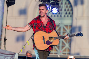 Kanye, Juanes enliven LA's Made in America fest