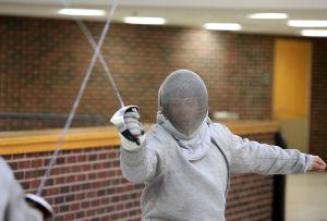 En garde: Red Devils Fencing Club rattles sabers
