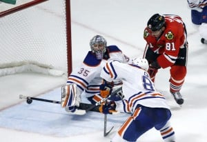 Blackhawks extend streak to 19 games