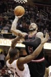 Bulls coast without Rose, pound Cavaliers