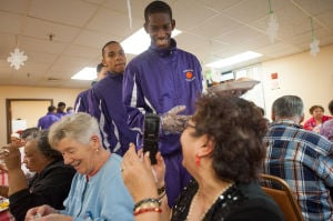 Hammond boys basketball lends a hand of cheer