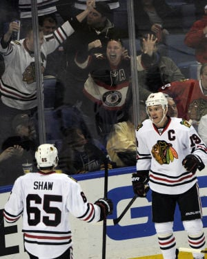 Toews lifts Blackhawks to 2-1 win over Sabres