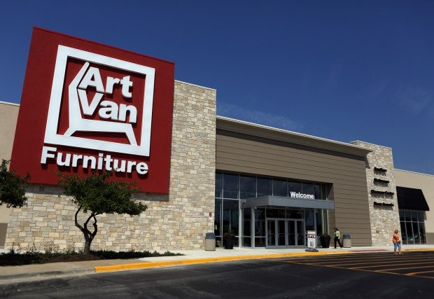 Iconic Michigan furniture store expands into Indiana