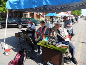 Art Handley and Friends entertain the crowd at CP Farmers Market