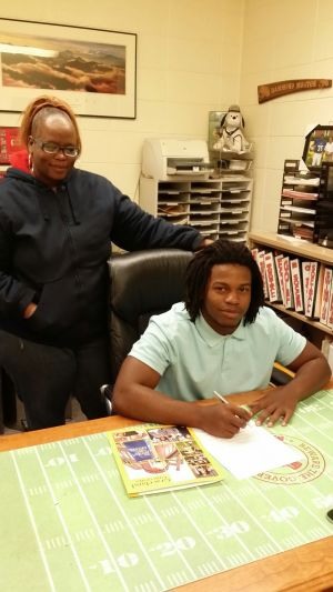 Indiana Prep Notes: Morton football's Coleman signs with Graceland