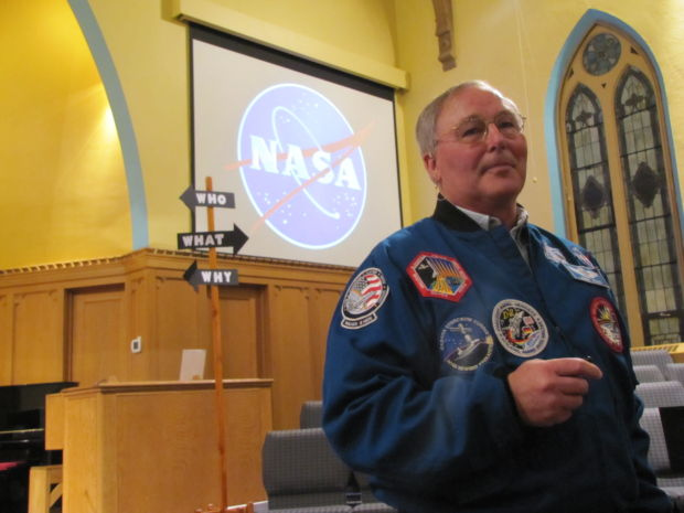 Astronaut Jerry Ross unveils new children's book at the Crown Point Library