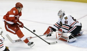 Red Wings top Blackhawks take series lead