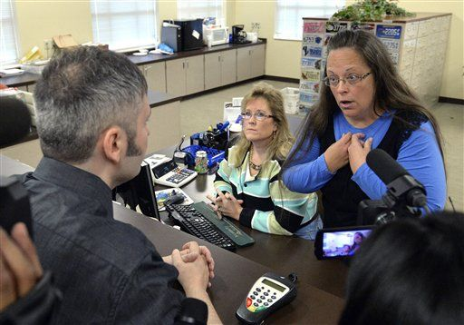 Standoff at Ky. clerk's office